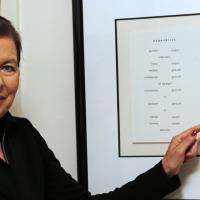 In Japan, dem Heimatland des Haiku, hat die promovierte Germanistin mehrere Literatur-Preise für ihre Gedichte erhalten. Einige der ausgezeichneten Texte hängen an der Wand.