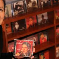 Das Singen hat sie sich selbst beigebracht. Mehrere CDs mit Jazz- und Popballaden hat sie in den vergangenen Jahrzehnten veröffentlicht.